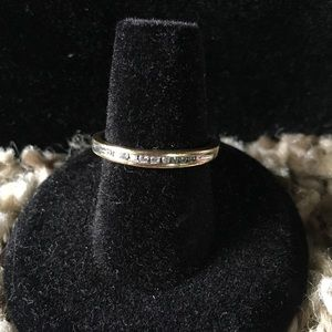 Jewelry - Pre owned delicate band ring with diamonds